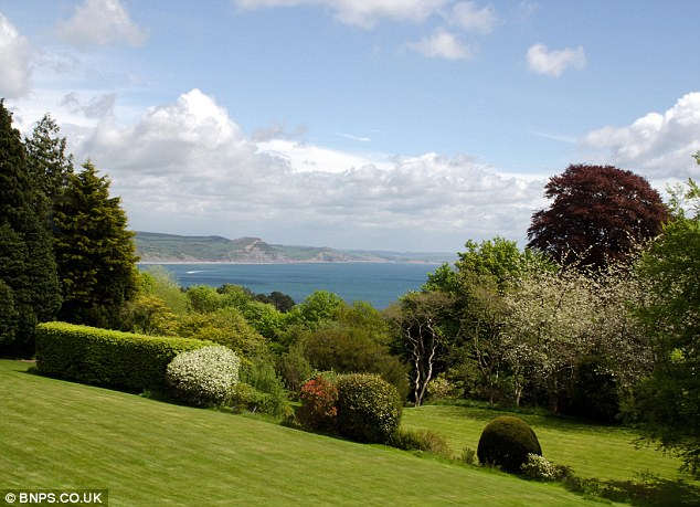 The property's main attraction is the unbroken views of the Lyme Bay coastline across to the Isle of Portland