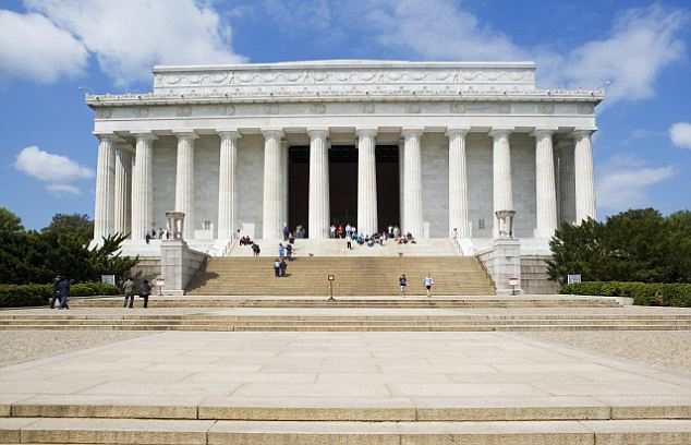 Third place: The Lincoln Memorial in Washington DC is the third most visited monument visited in the country