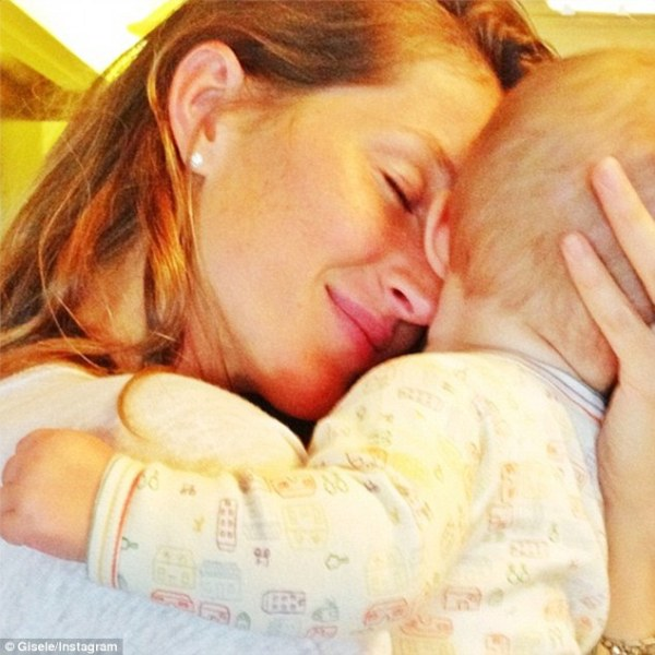 Bare-faced Gisele Bundchen nuzzles baby Vivian in touching ...