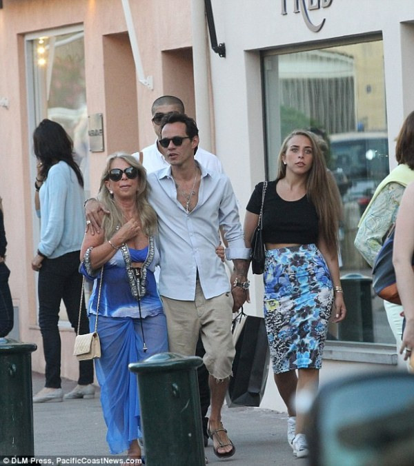 Marc Anthony, 44, and Chloe Green, 22, can't take their ...