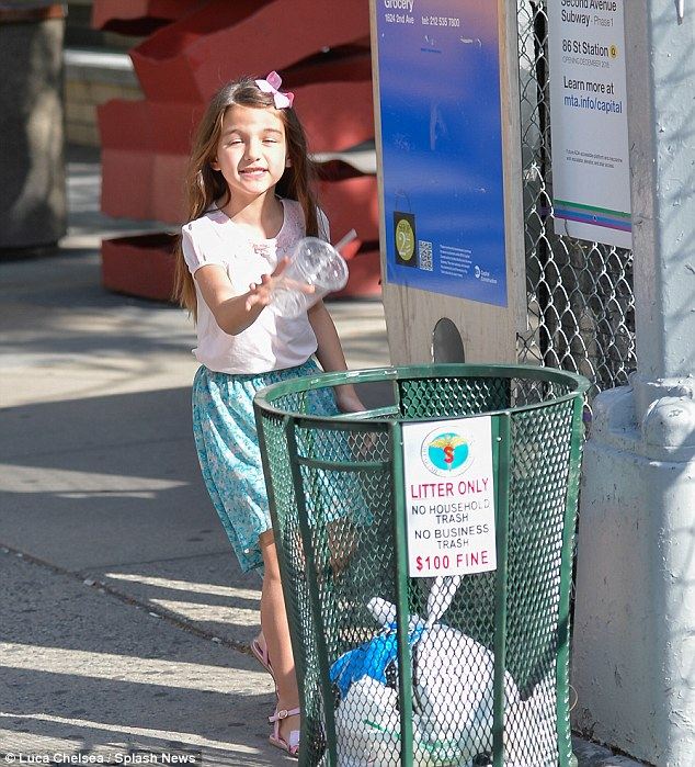 No litter bug: Suri knows how to pick up after herself