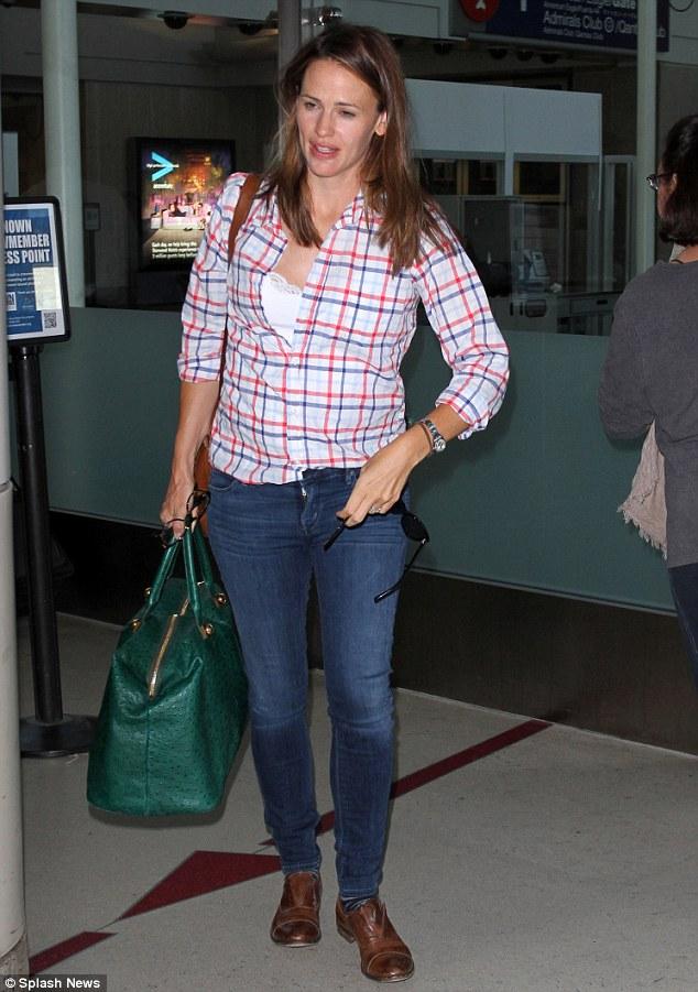 Jennifer Garner Returns Home In Plaid Shirt And Jeans