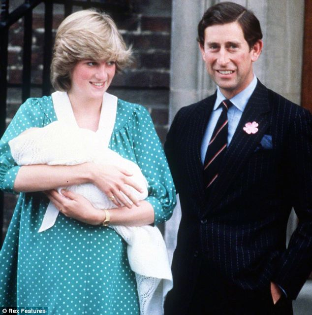 1982: Diana, Princess of Wales in the same spot with her similar, but rather roomier, green outfit