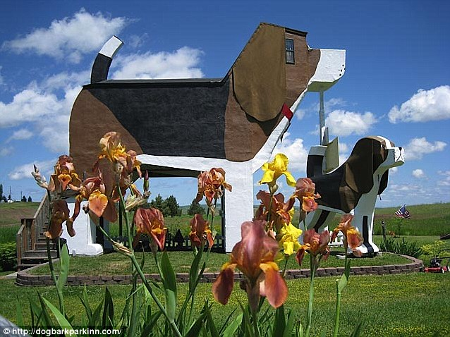 In The Doghouse At Idahos Dog Bark Park Inn A Bed Amp Breakfast Guesthouse Inside The Worlds