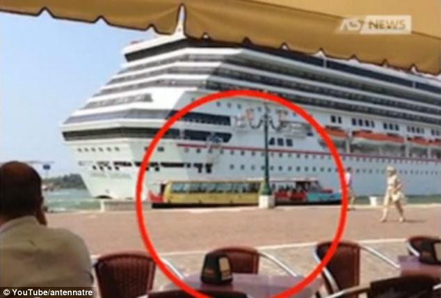 Carnival Sunshine Cruise Ship Passes Dangerously Close To Venetian Shoreline Daily Mail Online