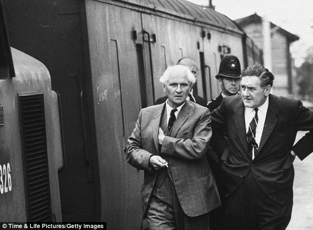 Manhunt: Police Superintendent Malcom Fewtrell of Buckinghamshire Constabulary C.I.D. is pictured (left) with Detective Gerald McArthur (right) of Scotland Yard investigating the mail train robbery