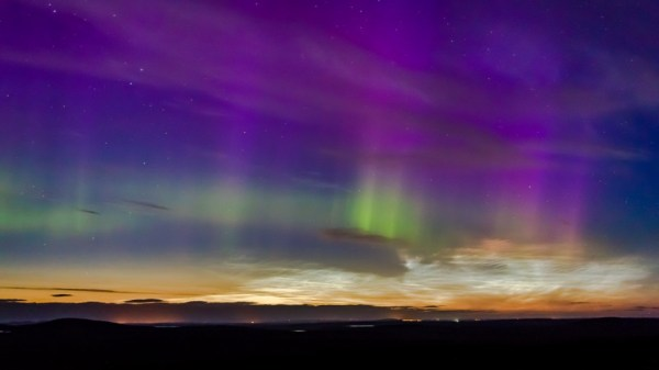 Rare night clouds and glowing aurora: Astronomer captures ...