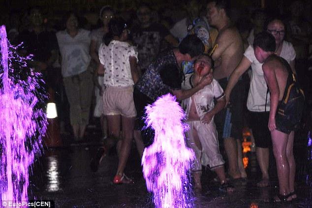 Kecelakaan Air Mancur Di China
