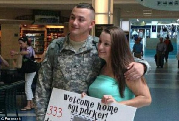 Armed with the perfect proposal! Soldier pops the big ...