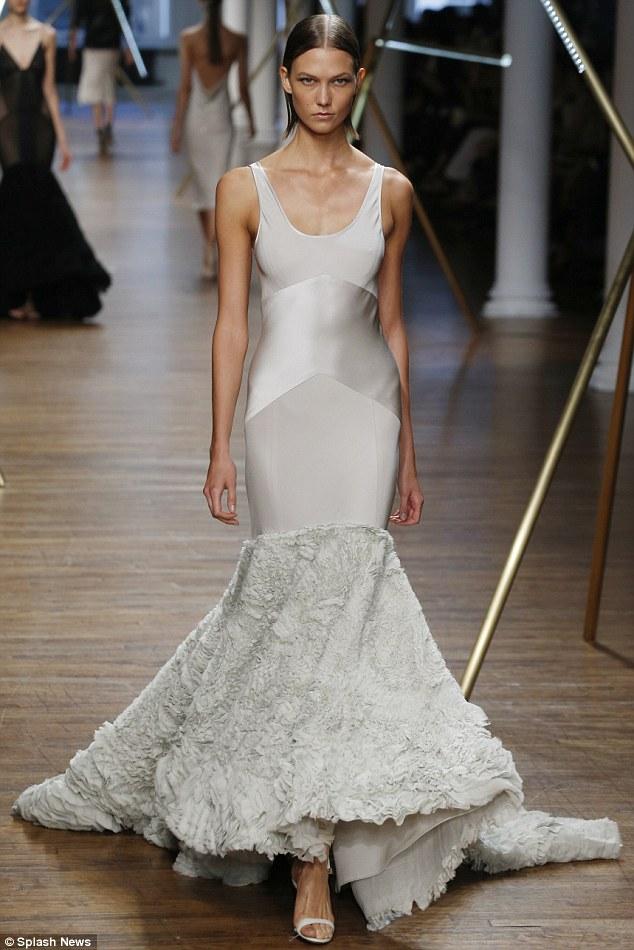 Victorias Secret Angel Karlie Kloss Turns The Streets Of