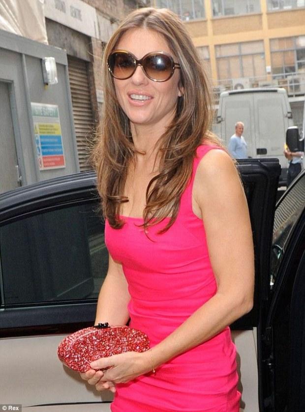 Blushing: Hurley teve uma série de goodies rosa para escolher antes do evento