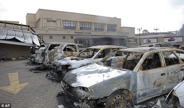 L'effondrement s'est produit lundi lorsque les troupes gouvernementales ont lancé un assaut massif sur le centre commercial où jusqu'à 150 personnes sont supposés avoir été tués