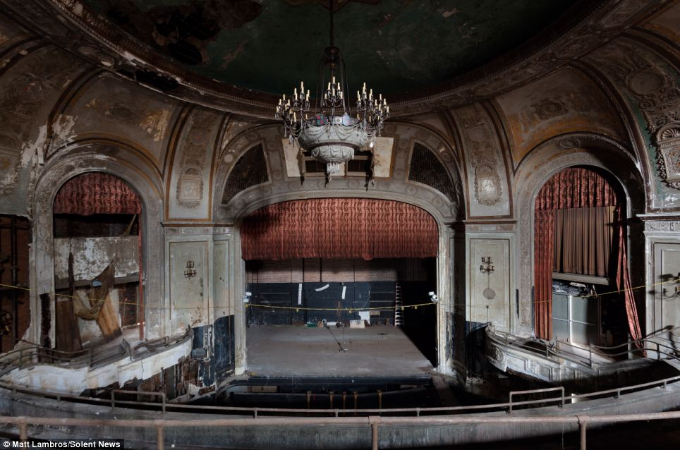 Haunting Photographs Showing Decay Of Once Thriving