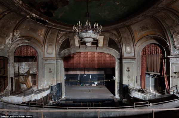 Haunting photographs showing decay of once-thriving ...
