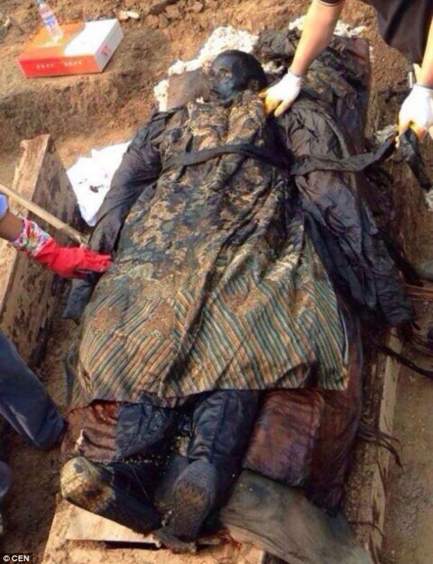 300 años de antigüedad ataúd