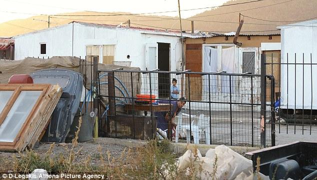 Llenas de basura: El campamento en Grecia, donde se encontró María.  La policía ha lanzado un llamamiento internacional para descubrir su identidad