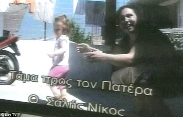 Exploited: Eleftheria Dimopoulou, 40, se representa con la pequeña María en un vídeo grabado hace dos años