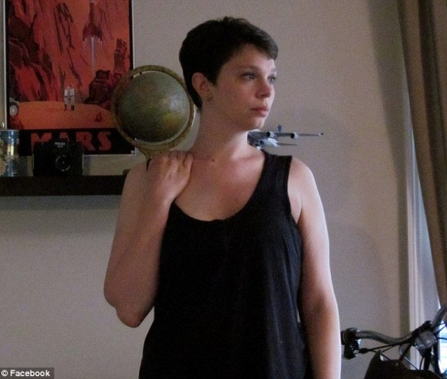 Honest Account Breast Cancer Survivor Emile Helck Has Opened Up About The Embarrassing Side