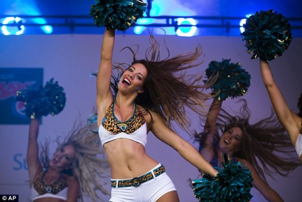 NFL Fan Rally Trafalgar Square - picture special   Daily ...