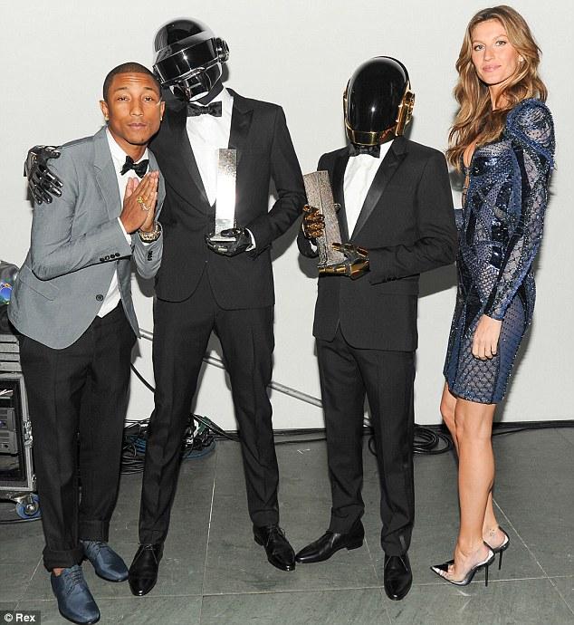 Afago-se: Pharrell, Daft Punk e Gisele foram posteriormente visto posando juntos