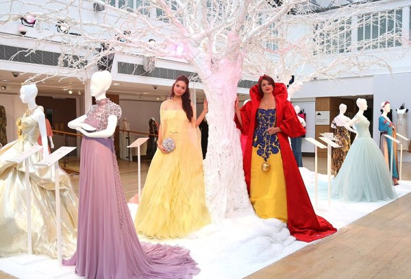 Disney Princess dresses by Valentino, Oscar de la Renta ...