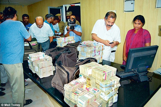 Election officials seize Rs 5.11 crore of unaccounted money in a pre-dawn raid in Tamil Nadu