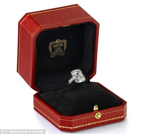 Grace Kellys Engagement Ring Among Diamonds In Cartier