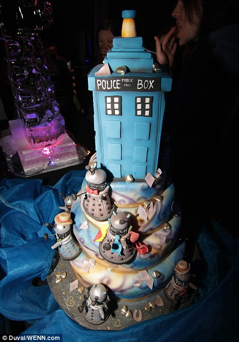 Doctor Who Fans Get Married In Mass Wedding In Front Of