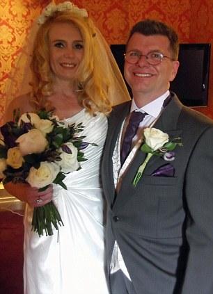 De la boda: el ex marido de la señora Ayling Rob Ayling con su nueva esposa Kristian