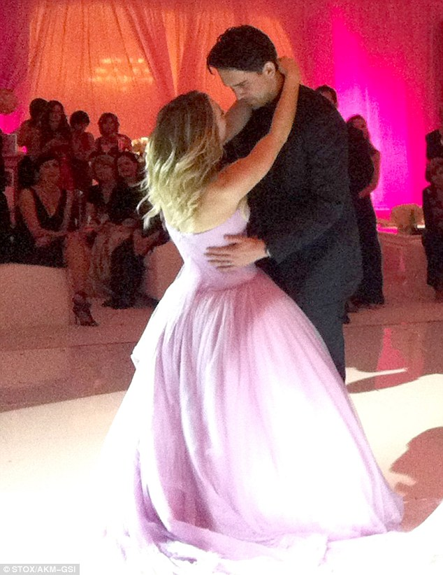 Kaley Cuoco shares snap of wedding cake after Ryan Sweeting smashes     Sweet moment  The couple shared an intimate dance at the reception