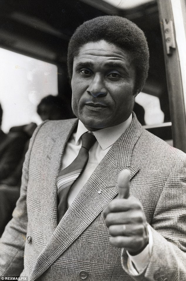 Thumbs up: Eusebio after arriving with the Benfica team for the European Cup final with Manchester United at Wembley in 1968