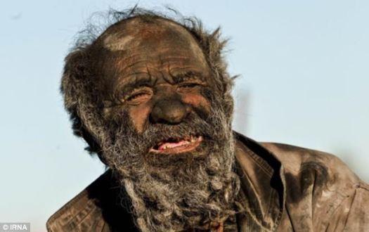 Joven, soltero, en busca de amor?  Pero el Sr. Haji también cree que estar limpio lo enfermará