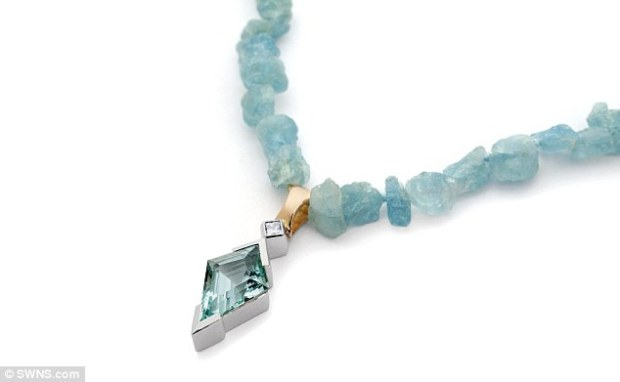 This yellow and white gold necklace features aquamarines with an aquamarine and diamond pendant