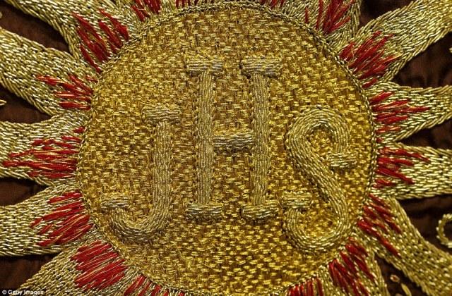 """Οι περισσότεροι ταυρομάχους ακρωτήρια απεικονίζουν θρησκευτικές εικόνες - όπως αυτή που περιγράφεται λεπτομερώς κέντημα ανάγνωση """"JHS"""", στέκεται για """"Ιησού Σωτήρα Man"""""""