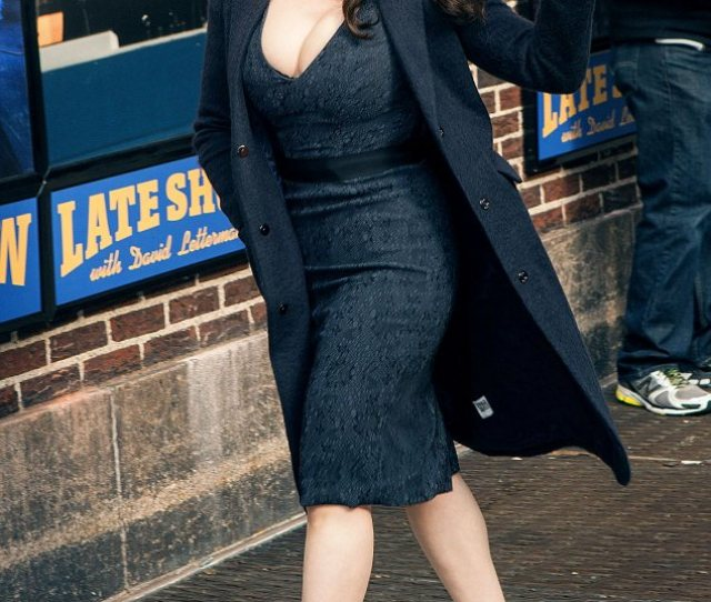 Turning Heads Kat Dennings Looked Sexy And Smart To Tape An Appearance On Late Show
