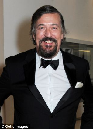 """Proves the theory? QI presenter Stephen Fry is 6'5"""""""
