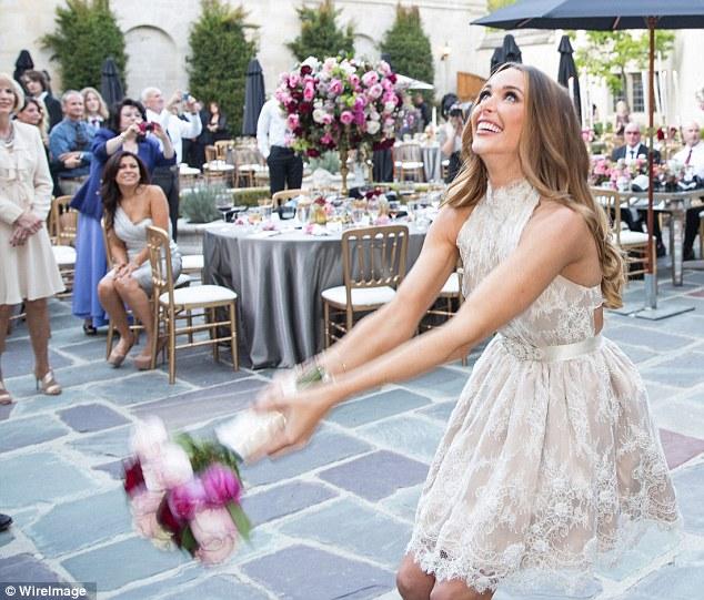 Motley Crues Nikki Sixx Marries Model Courtney Bingham