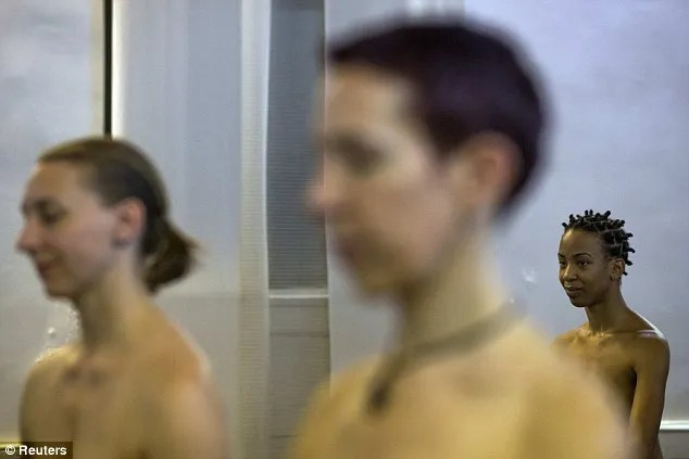 Game Studio Offers Naked Yoga Classes For Both Men And -7443