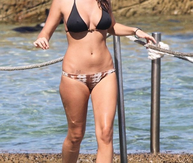 Bikini Babe Tahnee Atkinson Shows Off Her Voluptuous Figure In A Sizzling Bikini At Bondi