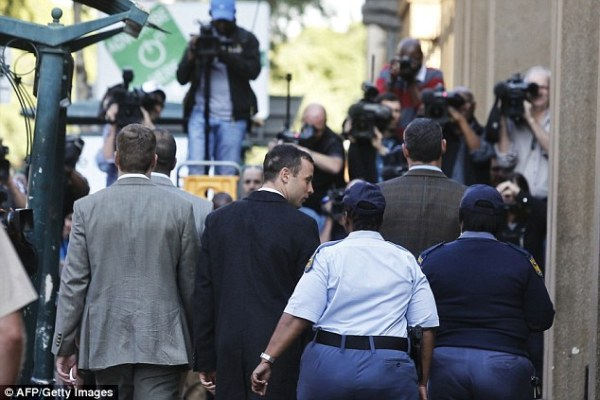 Oscar Pistorius Breaks Down In Tears As He Apologizes To ...