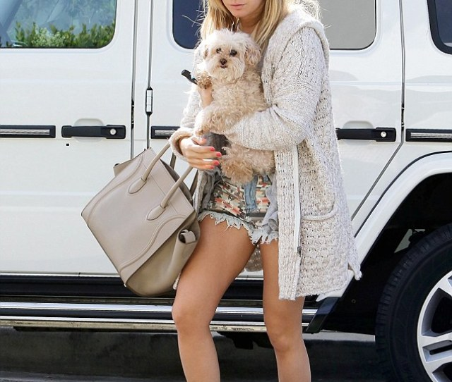 Peek A Boo Ashley Showed Off Her Toned Legs In Tiny Shorts But