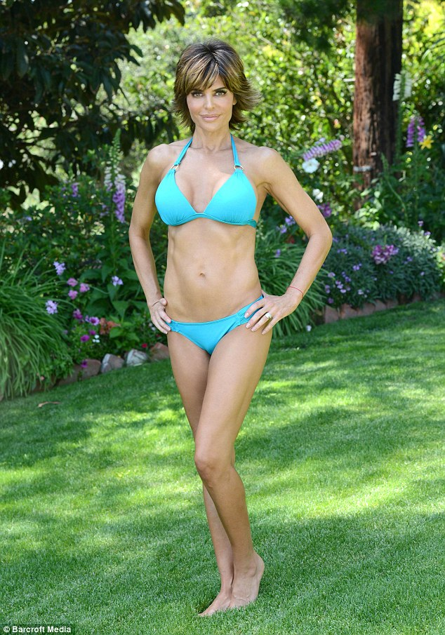 Lisa Rinna Shows Off Toned Figure For Hike With Husband