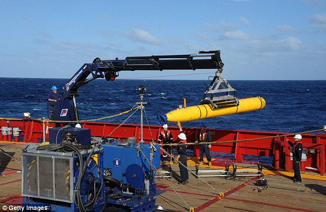 Australia's Ocean Shield is carrying a robot submarine, the Bluefin 21, to survey the ocean floor for MH370's black box