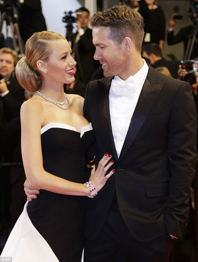Can't keep his eyes off her! The 37-year-old was clearly smitten