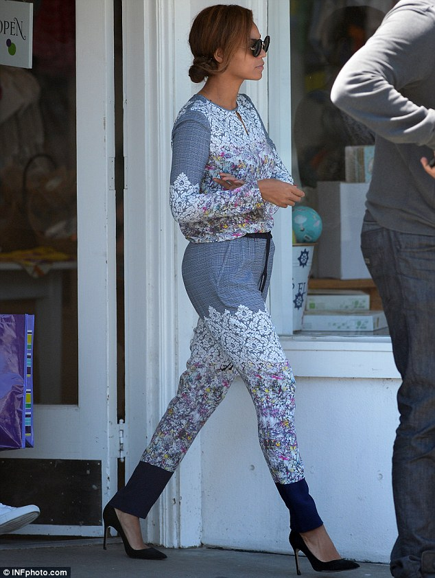 Blooming lovely day to shop: Beyonce emerged from the store in a blue floral long sleeved playsuit