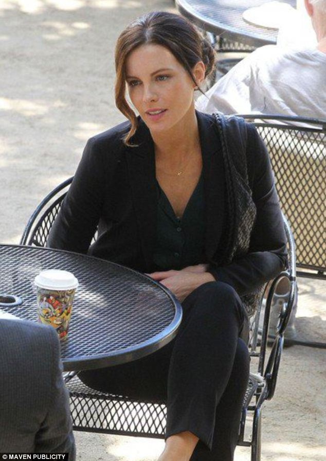 Kate Beckinsale Makeup Free In The Trials Of Cate McCall Drama Daily Mail Online