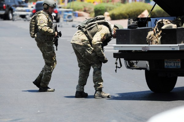 2 officers, 3 others dead in Las Vegas shooting   Daily ...