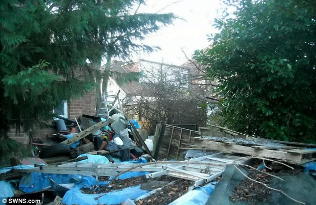 Britains Worst Garden Filled With So Much Junk It Can