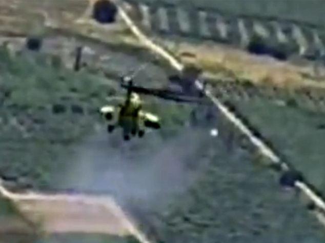 Une vidéo de l'armée irakienne montre un hélicoptère de combat frappant ce que l'on a identifié que les positions des insurgés