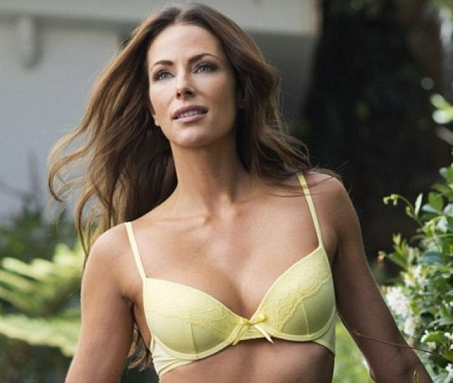 Home And Aways Esther Anderson Flaunts Incredibly Toned Body Daily Mail Online